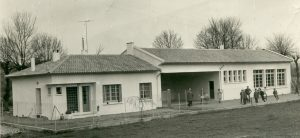 Bâtiment école en 1964